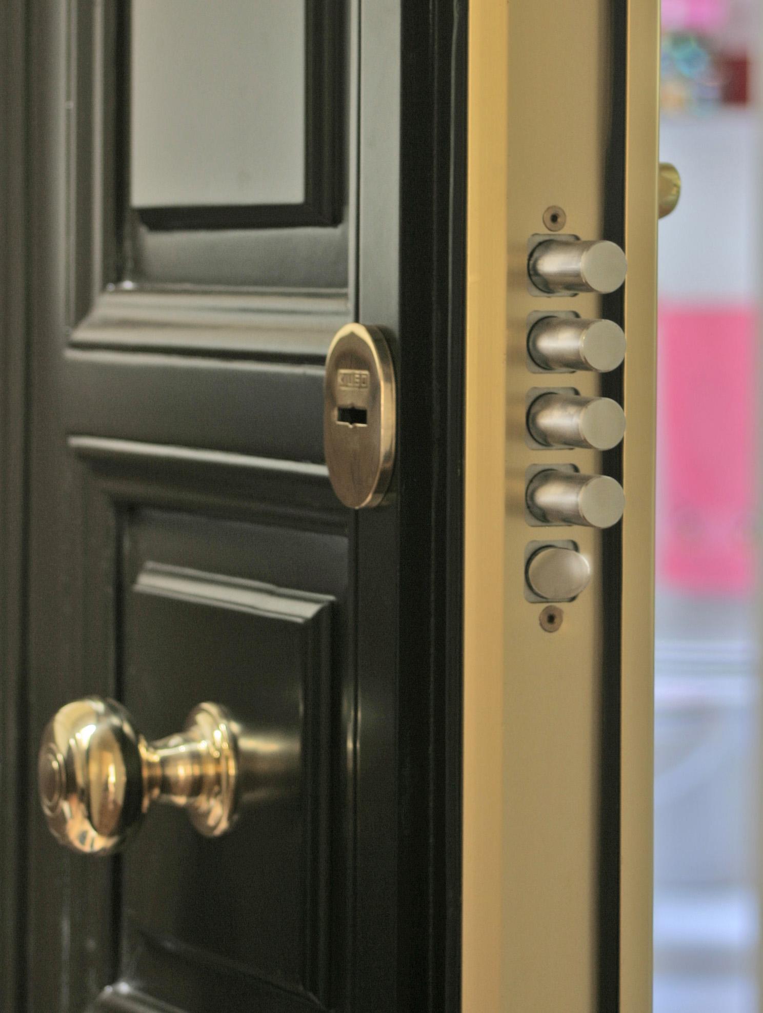 Reparaci n de puertas acorazadas en madrid cerrajerosalmansa for Puertas blindadas madrid